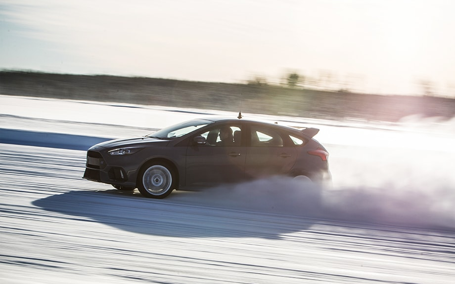 Ford Focus RS being driven in the snow