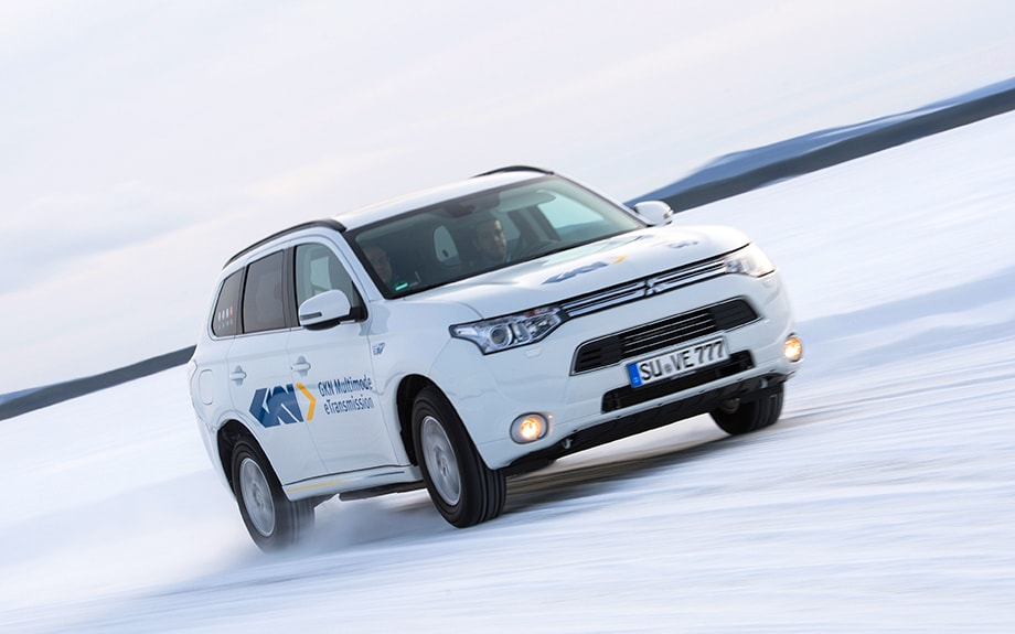 Mitsubishi Outlander test drive in the snow