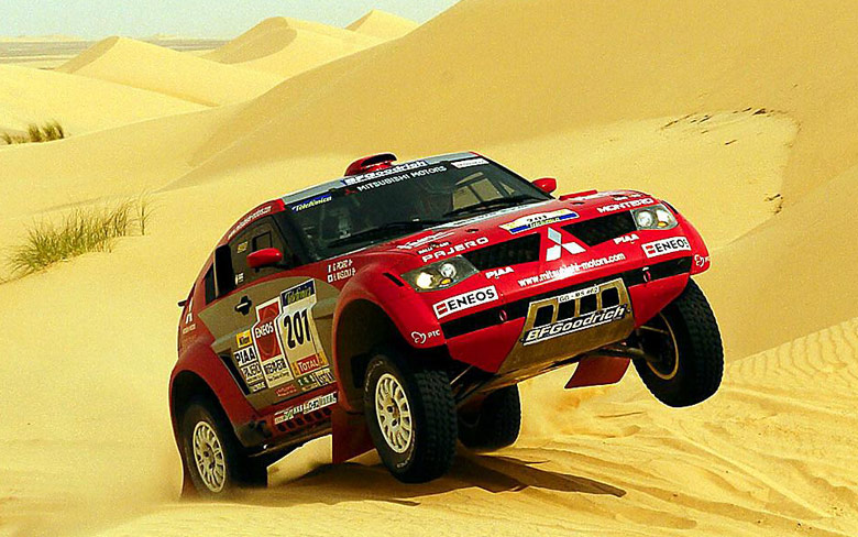 Stephane Peterhansel cresting a sand dune in the Mitsubishi Pajero in January 2004